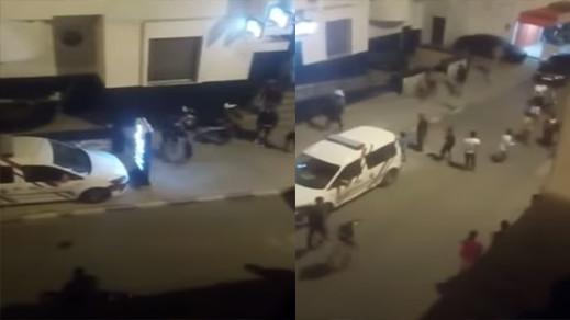شاهدوا.. شرطي يطلق النار على شخص عرض حياة الناس للخطر