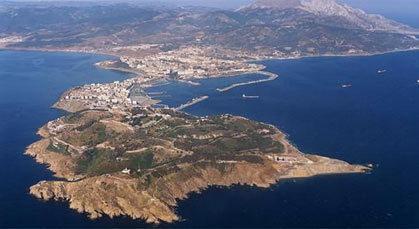 إسبانيا تطالب بريطانيا بجبل طارق وراخوي يتناسى احتلاله للثغور المغربية