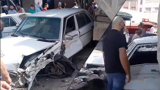بالصور.. شاحنة محملة بالصخور تصطدم بعدد من السيارات وتتسبب في حادثة سير خطيرة
