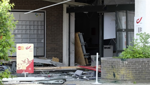 بالصور.. أربعة أشخاص يهاجمون بالقنابل مكتبا للبريد ببلجيكا