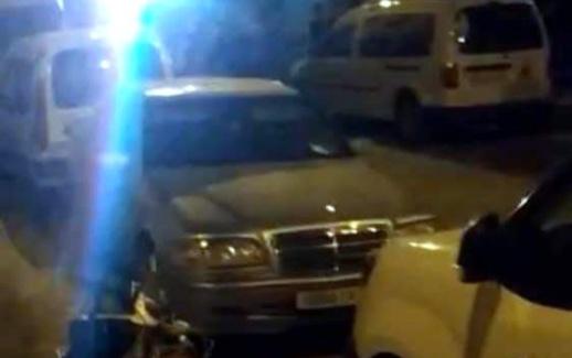 سيارات أمنية تحل ليلا بالعروي لحرمان طفل من والدته