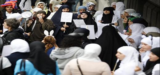"""مظاهرة ضد""""حظر إرتداء الحجاب """" في بروكسل"""