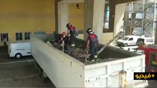 شاهدوا.. إنقاذ 5 مغاربة حاولوا الهجرة إلى اسبانيا على متن شاحنة لنقل الخردة