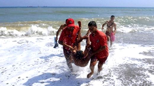 مصرع شاب غرقاً بشاطئ رأس الماء وفعاليات تدق ناقوس الخطر بسبب غياب السباحين المنقذين