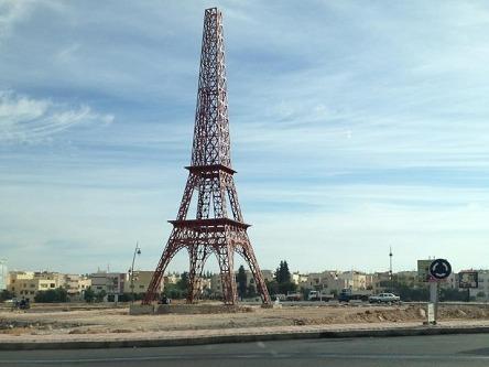 المغرب يقلد فرنسا ببناء نموذج لبرج إيفيل وقوس النصر بفاس