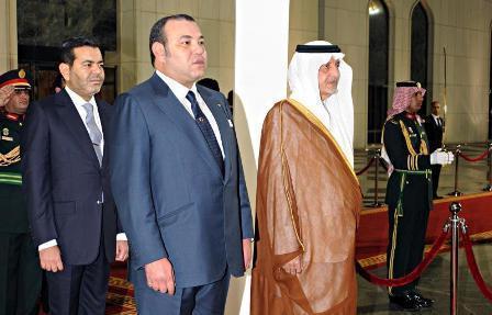 الملك محمد السادس يصل إلى السعودية.. ويؤدي مناسك العمرة