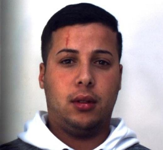 شاب مغربي في إيطاليا ينقذ طفلا وأمه من موت محقق