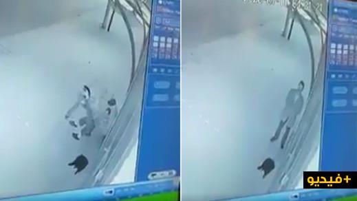 صادم.. مجرمان يسرقان مواطنا وهو يؤدي صلاة الفجر