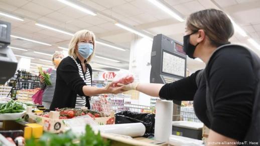 فرنسا تلزم المواطنين  بإرتداء الكمامة في الأماكن العامة المغلقة
