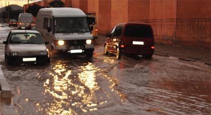 انسداد أنابيب الصرف الصحي بزايو يسبب في فيضان ويخنق حركة المرور