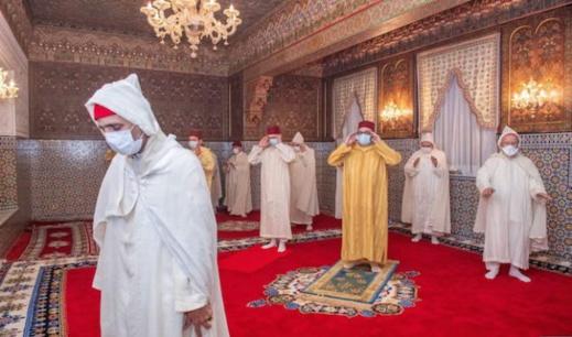 الملك يؤدي صلاة العيد دون خطبة وينحر الأضحية بالقصر الملكي في المضيق