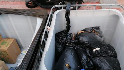 سبتة.. العثور على مخلفات مئات الذبائح في حاويات القمامة رغم منع السّلطات ذبح أضاحي العيد