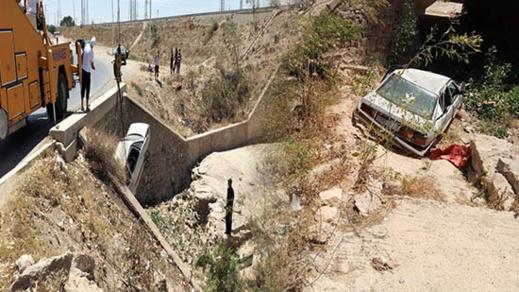 حادثة سير خطيرة بمدخل سلوان وهروب السائق ومرافقيه
