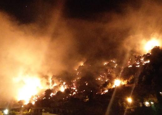 شاهدوا.. حريق جديد يندلع في لبنان يعرض منازل مواطنين لخسائر جسيمة