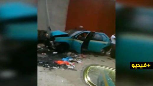 """بالفيديو.. اعتداء شنيع على سائق """"تاكسي"""" بهدف السّرقة ينتهي بحادثة سير"""