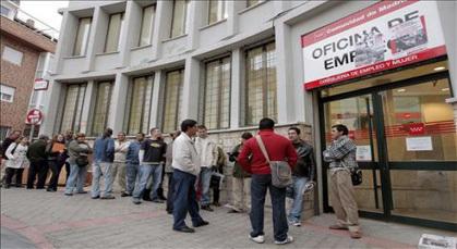 طموحات الجالية المغربية بإسبانيا تنهار بسبب الأزمة المالية الخانقة