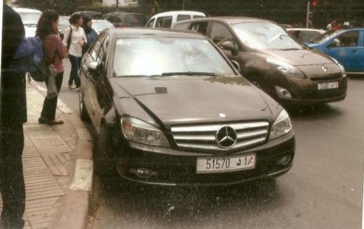 لأنه صوّر سيارة بنكيران.. قناصون يجيبون بنشماس بصورة لسيارته وهي تخالف القانون