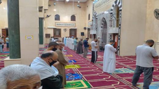 خطيب مسجد يتحدّى الإجراءات والتدابير الاحترازية ويؤمّ الناس سرا ووزارة الأوقاف تتدخل فورا