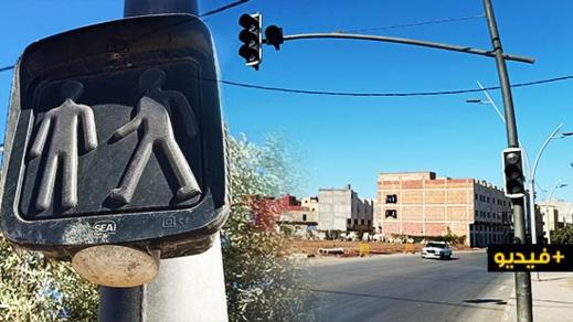 تعطل إشارة مرور ضوئية يربك حركة السير بين أزغنغان والناظور