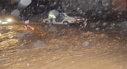 أمطار غزيرة تتساقط على مدينة زايو والسلطات تستعدد لمواجهة الخطر