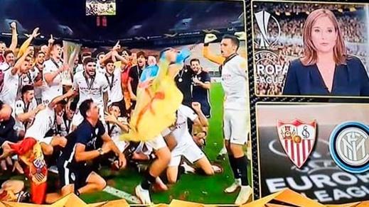 الريفي منير الحدادي يحتفل بفوز فريقه بكأس الدوري الأوربي برفع العلم المغربي والأمازيغي