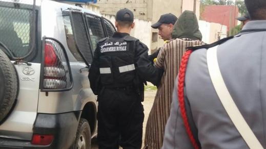 """إيقاف """"بزناس"""" مسلّح في حالة سكر طافح بالدريوش وبحوزته كمية من """"الشيرا"""" معدّة للترويج"""