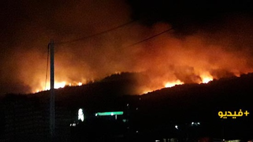 """حريق مهول يتسبب في إغلاق الطريق بين الحسيمة و""""باب برد"""""""