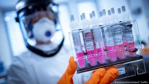 """علماء: الأشخاص المتعافون قد يلتقطون فيروسا """"ميّتا"""" خلال اختبار كورونا"""