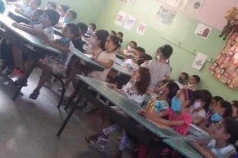 تفاصيل جديدة حول صورة تكدس تلاميذ داخل فصل دراسي