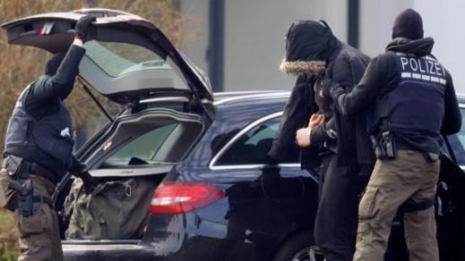 """ألمانيا.. القبض على مشتبه به في طعن سائق سيارة وهتافه """"الله أكبر"""""""