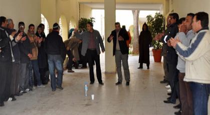 موظفو بلدية زايو يحتجون على اقتطاع أجورهم