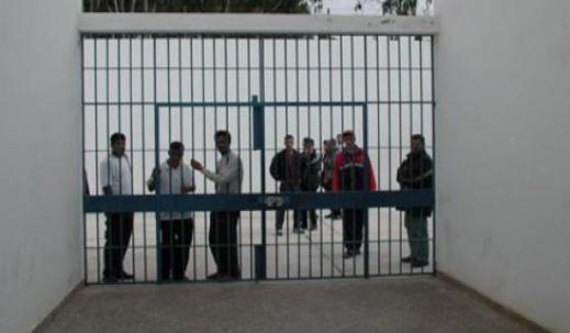 """طنجة.. نزلاء يحتجون على المشتبه به في قتل الطفل """"عدنان"""" لحظة إدخاله ومدير السجن يأمر بوضعه في زنزانة انفرادية"""