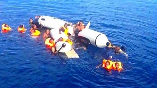 استنفار بقرية أركمان بعد انقلاب قارب للهجرة السرية على متنه 22 مهاجرا ينحدرون من زايو