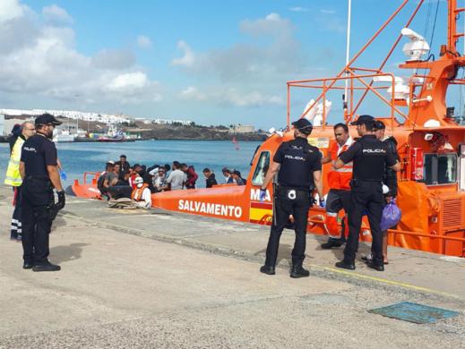 """أبحروا من سواحل """"تمسمان"""" بالدريوش.. الشرطة الإسبانية تفرج اليوم عن 12 مهاجرا سريا من الريف"""