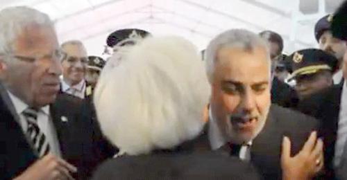 بنكيران يتهرب من قبلات زوجة السفير الأمريكي