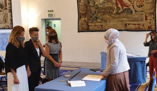 مستشارة مغربية تخلق الجدل بعد إشرافها على زواج مثليتين في مدريد