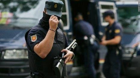 شاب مغربي يهاجم حارسَي أمن في إسبانيا بسلاح أبيض ويصيب أحدهما في بطنه