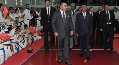 الملك محمد السادس يستغني عن عكازه الطبي