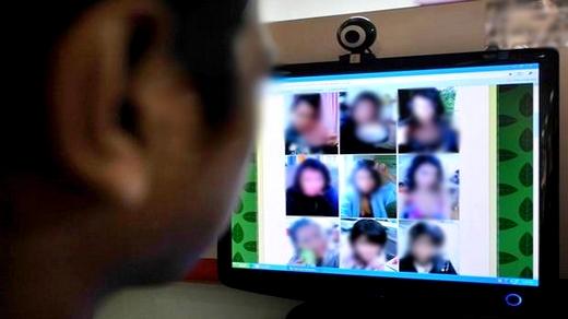 طالبة مغربية تجني نصف مليار سنتيم من المواقع الإباحية