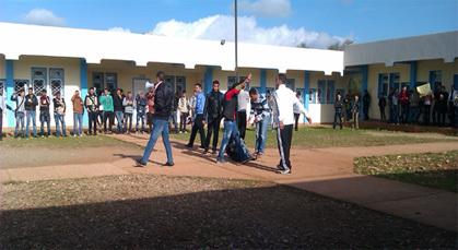 """وقفة """"تلاميذية"""" ساخطة على تردي الوضع العام  بالثانوية التأهيلية تمسمان"""