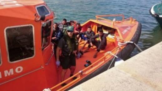 كانوا على متن زورق مطاطي.. خفر السّواحل الإسبانية تنقذ 32 مهاجرا سريا من الرّيف