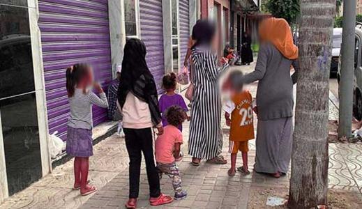 الأطفال المتسولون في شوارع الناظور يثيرون غضب مواطنين ويطالبون السلطات بالتدخل للحد من الظاهرة