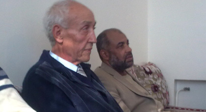 """""""الحزب الأمازيغي"""" يزور بيت عبد السلام ياسين ويقدم التعازي للعائلة والجماعة"""