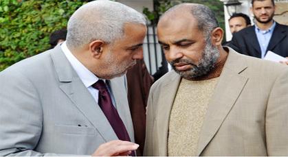 بنكيران وشخصيات مغربية تتوافد على بيت عبد السلام ياسين لتقديم العزاء
