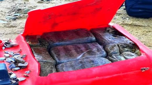 الدريوش.. مياه شاطئ دار الكبداني تلفظ كمية مهمة من المخدرات