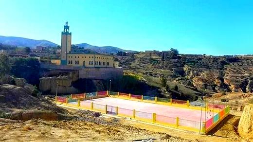 المستشار الجماعي بجماعة بودينار يرد على مندوبية الشباب والرياضة بخصوص ملعب القرب بدوار تيزة