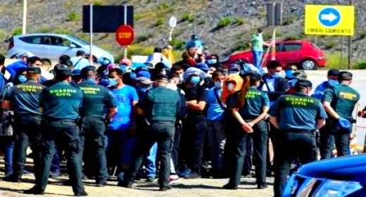 سلطات سبتة المحتلة تعتزم طرد أزيد من 50 مغربيا رفضوا العودة إلى بلدهم