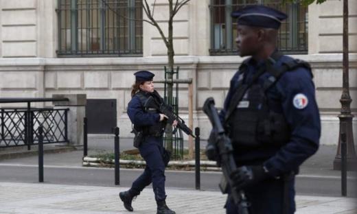 فرنسا.. إصابة شرطيين في حادث إطلاق نار وسرقة أسلحتهما بباريس