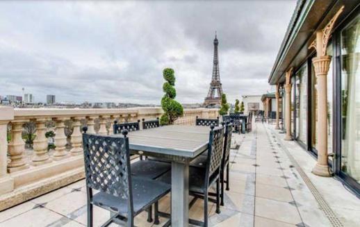 """بالصور.. تفاصيل شراء الملك محمد السادس قصرا """"تاريخيا"""" في باريس"""