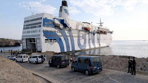 شاهدوا.. السلطات الفرنسية تسمح للباخرة القادمة من الناظور بالرسو بميناء سيت